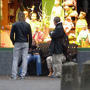 NLD/Laren/20060325 - Angela van Hulten verlaat restaurant met nieuwe partner Patrick Maes en