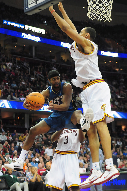 April 13, 2011; Cleveland, OH, USA; Washington Wizards point guard Mustafa Shakur (22) makes a pass around Cleveland Cavaliers center Ryan Hollins (5) during the fourth quarter at Quicken Loans Arena. The Cavaliers beat the Wizards 100-93. Mandatory Credit: Jason Miller-US PRESSWIRE