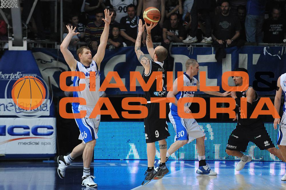 DESCRIZIONE : Cantu Lega A 2009-10 NGC Cantu Carife Ferrara<br /> GIOCATORE : Valerio Spinelli<br /> SQUADRA : Carife Ferrara<br /> EVENTO : Campionato Lega A 2009-2010 <br /> GARA :  NGC Cantu Carife Ferrara<br /> DATA : 18/04/2010<br /> CATEGORIA : Tiro<br /> SPORT : Pallacanestro <br /> AUTORE : Agenzia Ciamillo-Castoria/A.Dealberto<br /> Galleria : Lega Basket A 2009-2010 <br /> Fotonotizia : Cantu Campionato Italiano Lega A 2009-2010 NGC Cantu Carife Ferrara<br /> Predefinita :