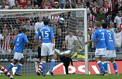 17-09-2006 VOETBAL: PSV - FEYENOORD: EINDHOVEN <br /> PSV verslaat in eigen huis Feyenoord met 2-1 / Henk Timmer<br /> &copy;2006-WWW.FOTOHOOGENDOORN.NL