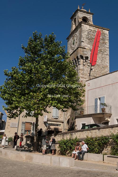 France, Auvergne-Rhône-Alpes, Drôme (26), clocher église village de Grignan // France, region of Auvergne Rhone Alpes, department of Drome, bell tower and church of Grigan village