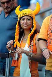 05-06-2010 VOETBAL: NEDERLAND - HONGARIJE: AMSTERDAM<br /> Nederland wint met 6-1 van Hongarije / Oranje support publiek toeschouwers<br /> ©2010-WWW.FOTOHOOGENDOORN.NL