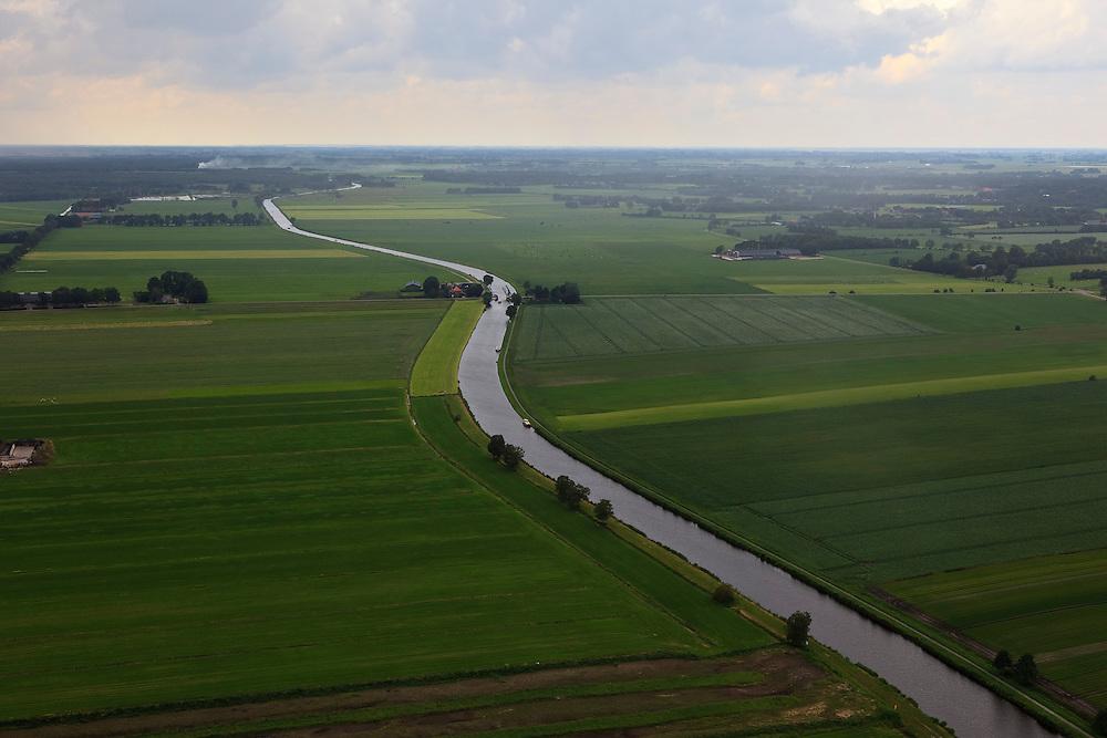 Nederland, Overijssel, Steenwijk, 30-06-2011; Kanaal Steenwijk-Ossenzijl in de regen, Hesselingenbrug. .Canal near Steenwijk. Bridge...luchtfoto (toeslag), aerial photo (additional fee required).copyright foto/photo Siebe Swart
