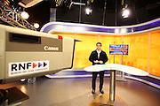 """Mannheim. 31.03.16 Rhein Neckar Fernsehen. RNF.<br /> <br /> Im Streit um die Lizenz für das Regionalfenster im RTL-Programm ist in letzter Minute eine Einigung geglückt. """"Die beiden konkurrierenden Bewerber, Rhein-Neckar Fernsehen (RNF) und Zone 7 haben sich auf eine entsprechende einvernehmliche Regelung geeinigt"""", teilte ein Sprecher der Landesanstalt für Kommunikation (LFK) Baden-Württemberg, heute in Stuttgart mit. Demnach wird das RNF bis zum 31. Juli 2017 wie bisher sein Programm auf RTL ausstrahlen. Danach soll Zone 7 die regionale Berichterstattung im Rahmen des RTL-Fensterprogramms übernehmen.<br /> - Ralph Kühnl<br /> <br /> <br /> Bild: Markus Prosswitz 31MAR16 / masterpress (Bild ist honorarpflichtig - No Model Release!)"""