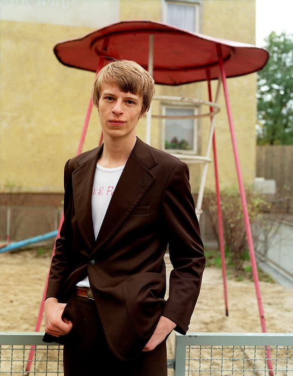 """©  christian  JUNGEBLODT.."""" SONNENALLEE """" - Film von Leander Hauflmann (Regie).und Thomas Brussig (Drehbuch) sowie Detlev Buck..Produktion: Boje + Buck, Berlin.Hier : MICHA , gespielt von Alexander Scheer..."""