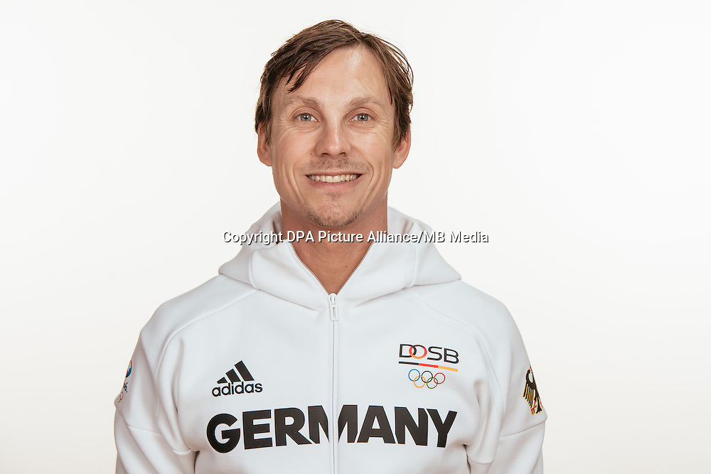Falk Putzke- Schmidt poses at a photocall during the preparations for the Olympic Games in Rio at the Emmich Cambrai Barracks in Hanover, Germany, taken on 12/07/16 | usage worldwide