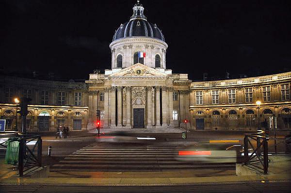 Frankrijk, Parijs, 28-3-2010Institut de France bij avond. Exterieur.Foto: Flip Franssen/Hollandse Hoogte