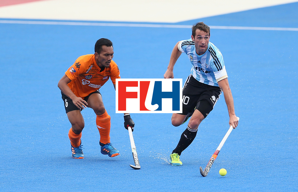 LONDON, ENGLAND - JUNE 24: Matias Paredes of Argentina breaks away from Marhan Jalil of Malaysia during the semi-final match between Argentina and Malaysia on day eight of the Hero Hockey World League Semi-Final at Lee Valley Hockey and Tennis Centre on June 24, 2017 in London, England. (Photo by Steve Bardens/Getty Images)