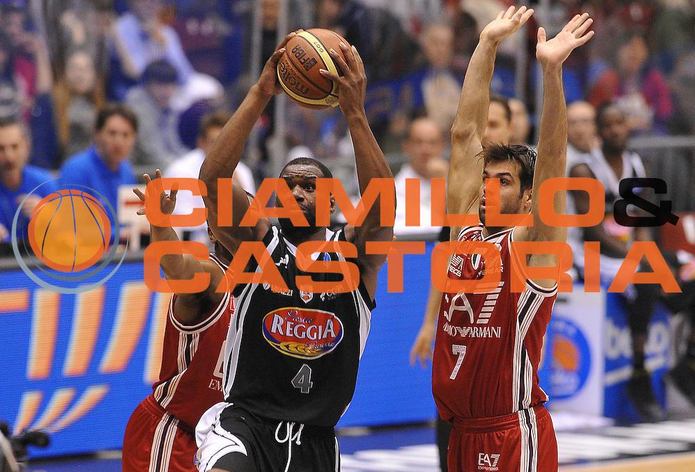 DESCRIZIONE : Milano Lega A 2014-2015 EA7 Emporio Armani Milano Pasta Reggia Caserta<br /> GIOCATORE : Sam Young<br /> CATEGORIA : tiro penetrazione<br /> SQUADRA : EA7 Emporio Armani Milano<br /> EVENTO : Campionato Lega A 2014-2015<br /> GARA : EA7 Emporio Armani Milano Pasta Reggia Caserta<br /> DATA : 14/12/2014<br /> SPORT : Pallacanestro<br /> AUTORE : Agenzia Ciamillo-Castoria/A.Scaroni<br /> GALLERIA : Lega Basket A 2014-2015<br /> FOTONOTIZIA : Milano Lega A 2014-2015 EA7 Emporio Armani Milano Pasta Reggia Caserta<br /> PREDEFINITA :