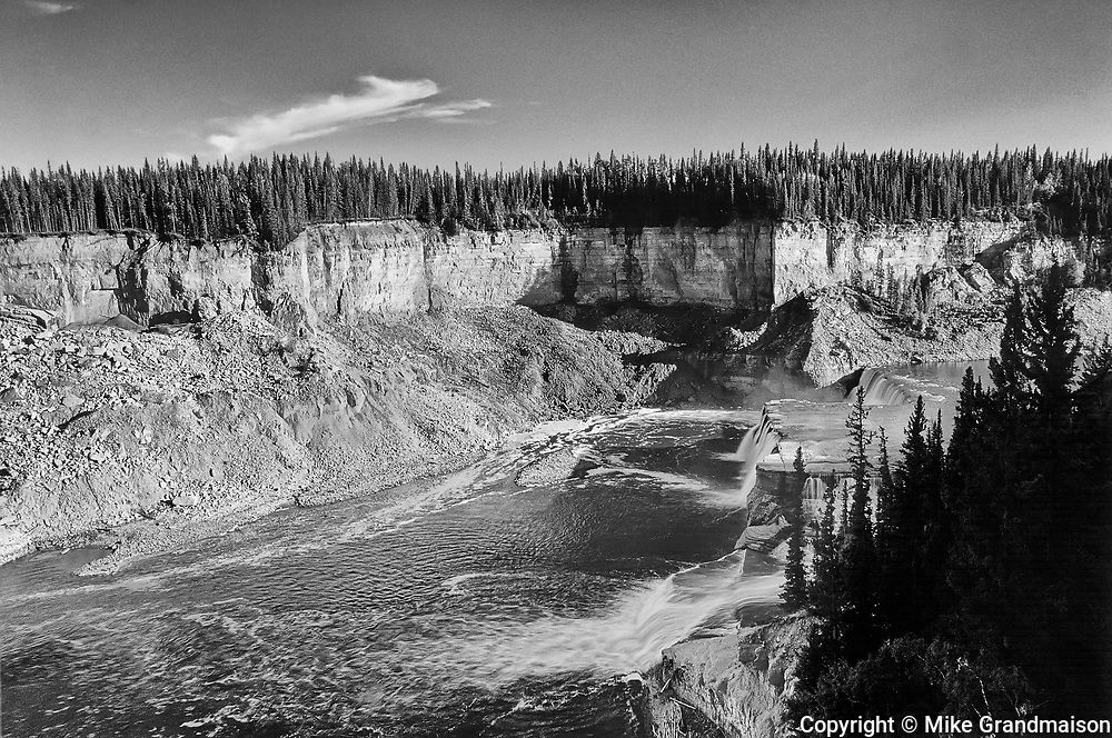 Hay River at Louise Falls<br />Twin Falls Gorge Territorial Park<br />Northwest Territories<br />Canada