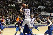 DESCRIZIONE : Desio Eurolega 2011-12 Bennet Cantu Barcelona FC Regal<br /> GIOCATORE : Maarten Leunen<br /> CATEGORIA : Passaggio Equilibrio<br /> SQUADRA : Bennet Cantu<br /> EVENTO : Eurolega 2011-2012<br /> GARA : Bennet Cantu Barcelona FC Regal<br /> DATA : 23/02/2012<br /> SPORT : Pallacanestro <br /> AUTORE : Agenzia Ciamillo-Castoria/G.Cottini<br /> Galleria : Eurolega 2011-2012<br /> Fotonotizia : Desio Eurolega 2011-12 Bennet Cantu Barcelona FC Regal<br /> Predefinita :
