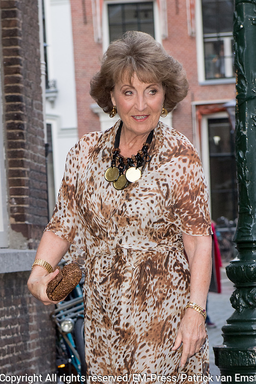 Prinses Margriet woont in de Pieterskerk in Leiden het galadiner bij van de The Netherland-America Foundation (NAF). Het doel van het galadiner is om fondsen te werven voor studiebeurzen en uitwisselingsprogramma's. <br /> <br /> Princess Margriet attends the Netherland-America Foundation (NAF) gala dinner in the Pieterskerk in Leiden. The purpose of the gala dinner is to raise funds for scholarships and exchange programs.