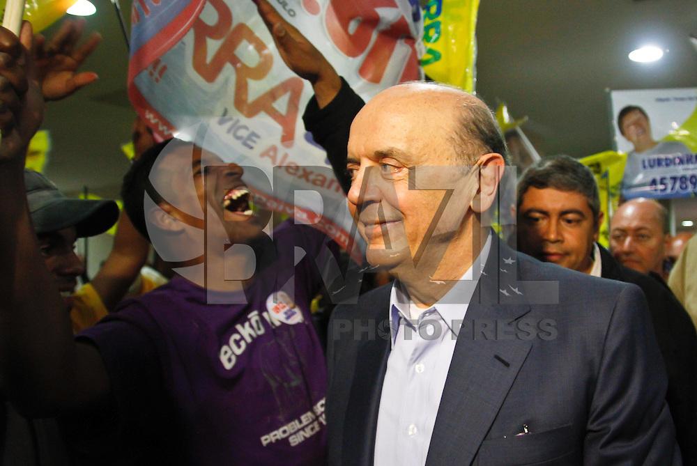 SÃO PAULO,SP,28 DE AGOSTO 2012 - ELEIÇÕES SERRA O candidato a prefeitura de São Paulo José Serra se encontrou com eleitores e politicos na noite de hoje (28) no C.A. Juventus na Mooca,FOTO ALE VIANNA - BRAZIL PHOTO PRESS.