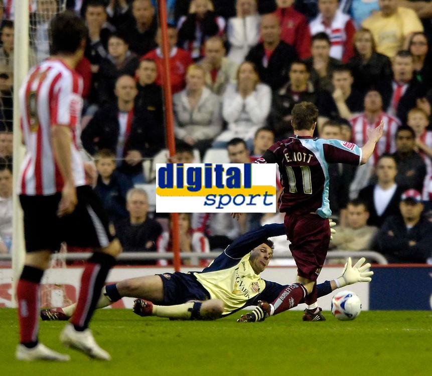 Photo: Jed Wee/Sportsbeat Images.<br /> Sunderland v Burnely. Coca Cola Championship. 27/04/2007.<br /> <br /> Sunderland goalkeeper Darren Ward dives at the feet of Burnley's Wade Elliott to concede a penalty despite getting the ball.