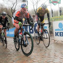 WEVELGEM (BEL) wielrennen: De vrouweneditie van Gent-Wevelgem werd onder epische omstandigheden verreden. Wind en regen waren naast de heuvels de tegenstander van het vrouwenpeloton.<br /> Loes Gunnewijk, Janneke Ensing, Jeanne Korevaar, Sara Mustonen