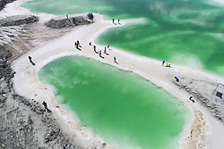 August 15, 2017 - Qinghai, Qinghai, China - Qinghai, CHINA-(EDITORIAL USE ONLY. CHINA OUT) ..The Emerald Lake is the salt lake located in northwest China's Qinghai Province, August 15th, 2017. (Credit Image: © SIPA Asia via ZUMA Wire)