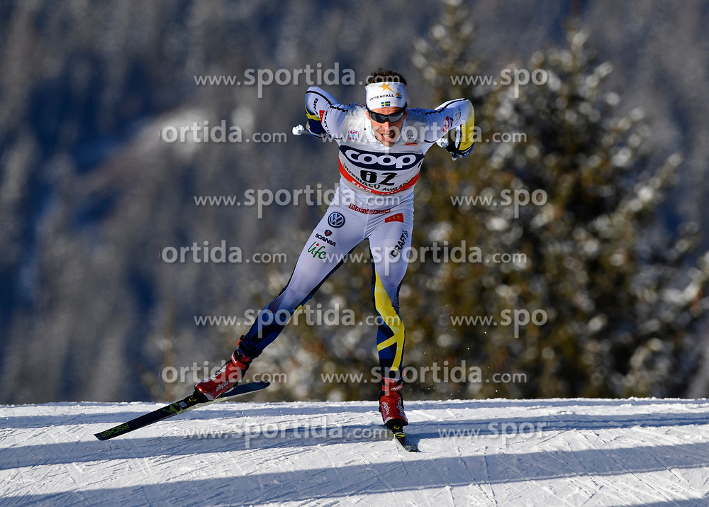 16.12.2017, Nordic Arena, Toblach, ITA, FIS Weltcup Langlauf, Toblach, Herren, 15 km, im Bild Marcus Hellner (SWE) // Marcus Hellner of Sweden during men's 15 km of the FIS Cross Country World Cup at the Nordic Arena in Toblach, Italy on 2017/12/16. EXPA Pictures &copy; 2017, PhotoCredit: EXPA/ Nisse Schmidt<br /> <br /> *****ATTENTION - OUT of SWE*****