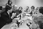 Nederland, Nijmegen, 16-3-1989Verpleegkundigen demonstreren voor betere beloning bij een partij bijeenkomst van het CDA waar premier Ruud Lubbers , minister Elco Brinkman en minister de Koning aanwezig zijn. Vertegenwoordigers van de aktievoerders krijgen een onderhoud met de minister. Rechtsachter Marcelino Bogers, oprichter van de aktiegroep verpleegkundigen in opstand, later NU 91.Foto: Flip Franssen/Hollandse Hoogte