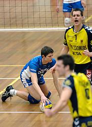 01-02-2006 VOLLEYBAL: PIET ZOOMERS D - BROTHER MARTINUS: APELDOORN <br /> Piet Zoomers wint met 3-0 van Martinus in de kwartfinale beker / Dick de Bruin<br /> ©2006-WWW.FOTOHOOGENDOORN.NL