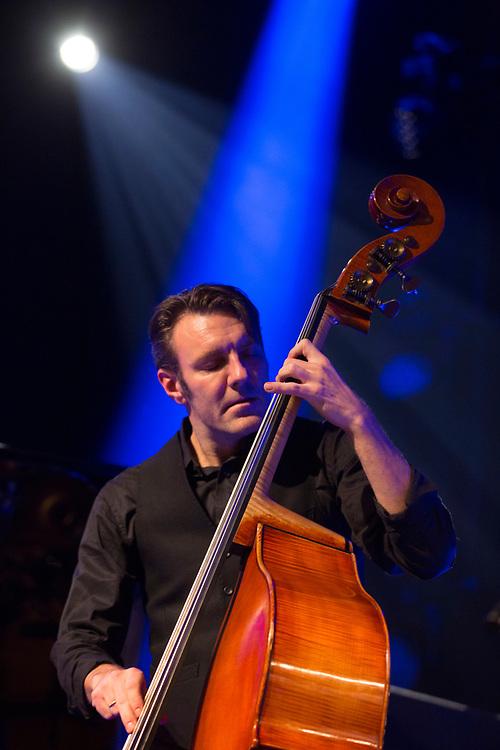 Frankfurt | Hessen | Deutschland | 27.10.2017: Das 48. Deutsche Jazzfestival Frankfurt 2017<br /> <br /> hier: Mats Eilertsen &bdquo;Rubicon&ldquo;<br /> <br /> Eirik Hegdal | Soprano &amp; Baritone Saxophone, Clarinets<br /> Trygve Seim | Tenor &amp; Soprano Saxophone<br /> Thomas T Dahl | Guitar<br /> Rob Waring | Vibraphone, Marimba<br /> Harmen Fraanje | Piano, Rhodes<br /> Olavi Louhivuori | Drums<br /> Mats Eilertsen | Bass, Composition<br />  <br /> Sascha Rheker<br /> 20171027<br /> <br /> [Inhaltsveraendernde Manipulation des Fotos nur nach ausdruecklicher Genehmigung des Fotografen. Vereinbarungen ueber Abtretung von Persoenlichkeitsrechten/Model Release der abgebildeten Person/Personen liegt/liegen nicht vor.]