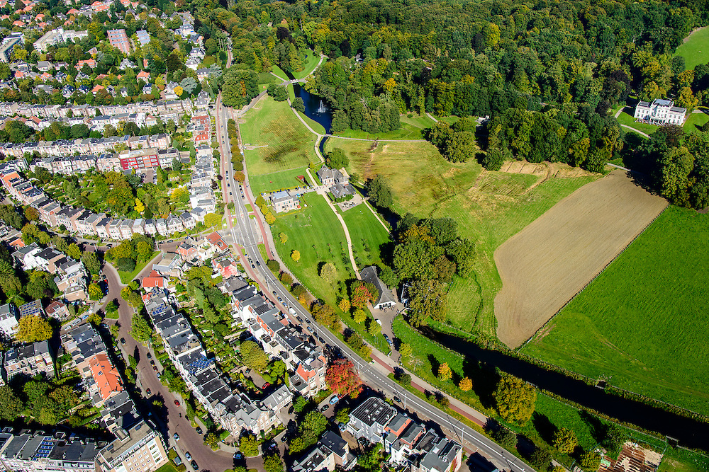 Nederland, Gelderland, Arnhem, 30-09-2015; Sonsbeek Park en Zijpendaalseweg. Rechts Stadsvilla Sonsbeek (Witte Villa of Huis Sonsbeek).<br /> Town villa and estate, now city park Arnhem.<br /> luchtfoto (toeslag op standard tarieven);<br /> aerial photo (additional fee required);<br /> copyright foto/photo Siebe Swart
