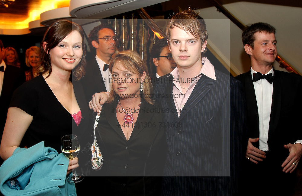 Left to right, singer SOPHIE ELLIS-BEXTOR her mother JANET ELLIS and RICHARD JONES at The Caron Keating Foundation Dinner in honour of the late TV presenter who died in April 2004, held at The Savoy, London on 4th October 2004.<br />