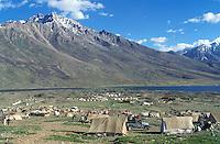 Pakistan - Le Polo des Rois - Tournoi de Polo le plus haut du monde au col de Shandur à 3800 m d'altitude entre les anciens royaumes de Chitral et de Gilgit - Campements des joueurs et du public // Pakistan, Khyber Pakhtunkhwa, polo tournament at Shandur Pass at an altitude of 3800 m between Chitral and Gilgit team