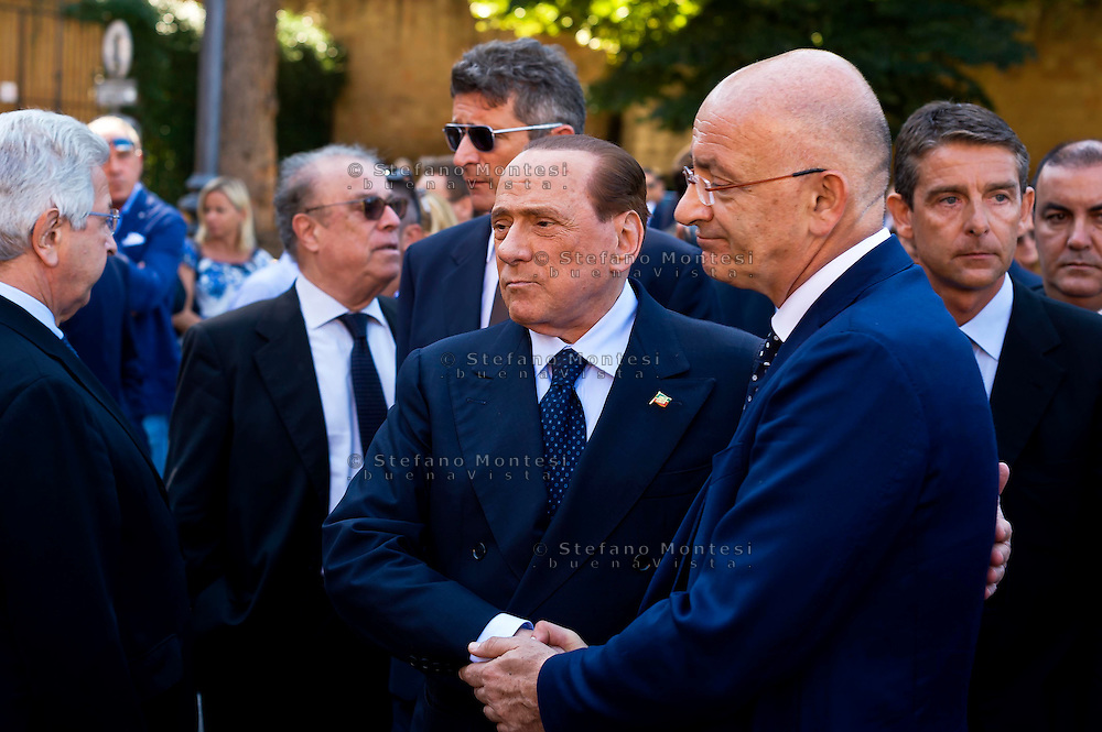 Roma 20 Agosto 2015<br /> I funerali del senatore di Forza Italia Donato Bruno, nella Basilica di San Lorenzo fuori le mura.L'arrivo del presidente di Forza Italia Silvio Berlusconi , ai funerali del senatore Bruno saluta il deputato Francesco Paolo Sisto.<br /> Rome August 20, 2015<br /> The funeral of Senator Forza Italy Donato Bruno, Papal Basilica of Saint Lawrence outside the Walls. The arrival of the president of Forza Italy Silvio Berlusconi, at the funeral of Senator Bruno greets Congressman Francesco Paolo Sisto.