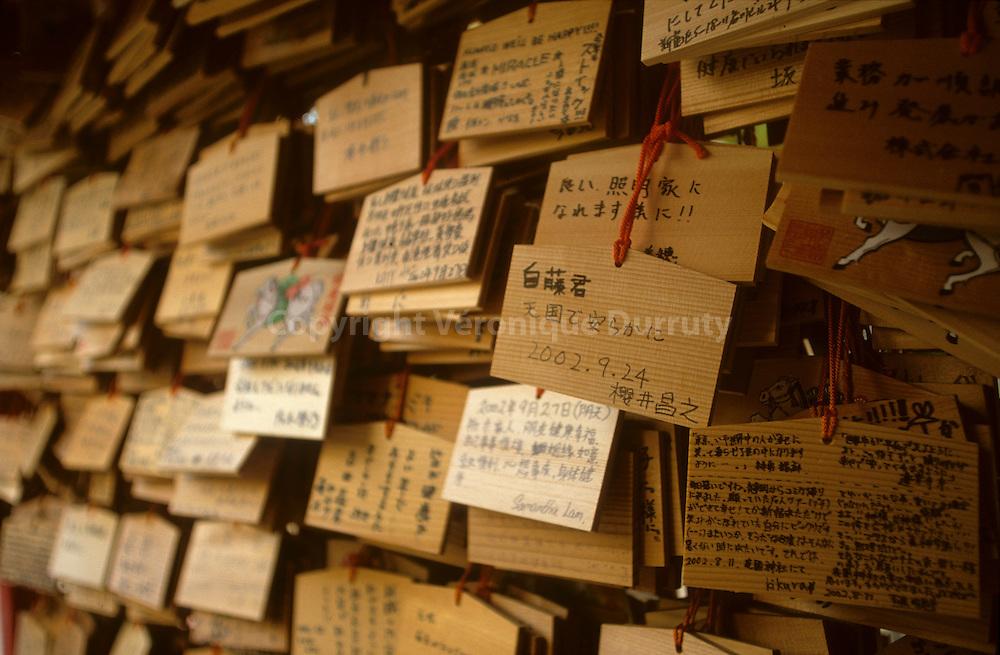 """""""Ema"""" in Hanazono Shrine, Shinjku, Tokyo, Japan // PLAQUES VOTIVES DANS le TEMPLE SHINTO de Hanazono, TOKYO, Japon. Les """"Ema"""" sont des tablettes de bois sur lesquelles les fideles inscrivent au verso un message pour les esprits (Kami). Ces tablettes restent dans les sanctuaires et sont prises en charge par les pretres Shinto."""