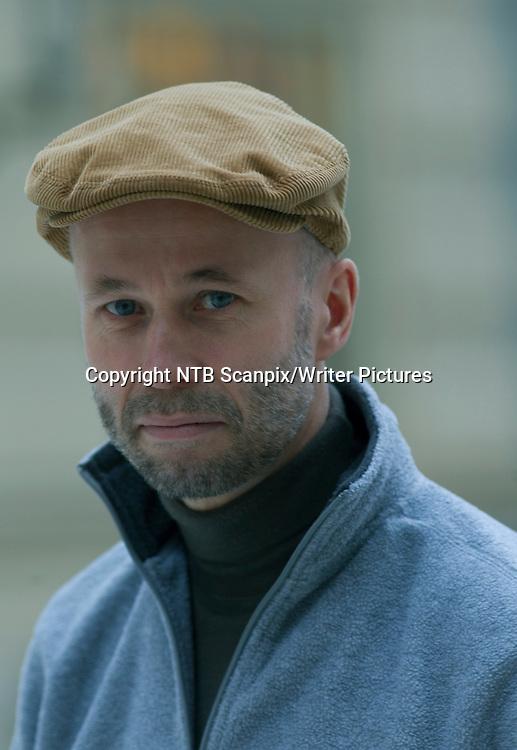 OSLO  20120124. Forfatteren Johan Theorin er ute med  psyokologisk  spenningsroman i &quot;Sankta Psyko&quot;.Vi f&macr;lger en mann som tar seg en jobb ved en litt spesiell barnehage. Det er hardbarkede fangers barn han skal passe p&Acirc;, men hva slags hemmeligheter b&Ecirc;rer denne mannen p&Acirc;?<br /> Foto: Morten Holm /  SCANPIX<br /> <br /> NTB Scanpix/Writer Pictures<br /> <br /> WORLD RIGHTS, DIRECT SALES ONLY, NO AGENCY