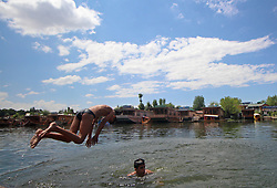 June 30, 2017 - Srinagar, Jammu and Kashmir, India - Amid scorching heat, the youth jumping into the world famous Dal Lake in Srinagar to beat the heat on Friday in Indian Controlled Kashmir on June 30, 2017. (Credit Image: © Umer Asif/Pacific Press via ZUMA Wire)
