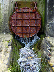 UK ENGLAND NORFOLK SHERINGHAM 7MAY06 - Drains pipe emptying onto the beach at Sheringham, north Norfolk coast...jre/Photo by Jiri Rezac..© Jiri Rezac 2006..Contact: +44 (0) 7050 110 417.Mobile:  +44 (0) 7801 337 683.Office:  +44 (0) 20 8968 9635..Email:   jiri@jirirezac.com.Web:    www.jirirezac.com..© All images Jiri Rezac 2006 - All rights reserved.