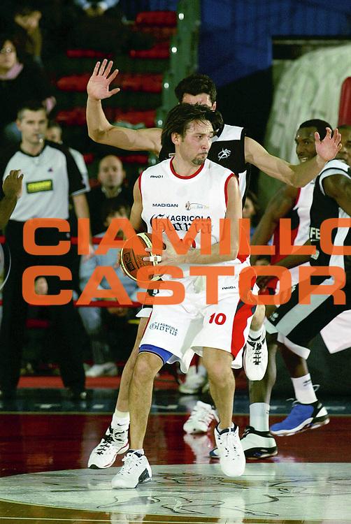DESCRIZIONE : Montecatini Lega A2 2005-06 Agricola Gloria RB Montecatini Terme Carife Basket Club Ferrara<br /> GIOCATORE : Boni<br /> SQUADRA : Agricola Gloria RB Montecatini Terme<br /> EVENTO : Campionato Lega A2 2005-2006<br /> GARA : Agricola Gloria RB Montecatini Terme Banca Nuova Carife Basket Club Ferrara<br /> DATA : 08/12/2005<br /> CATEGORIA : Passaggio<br /> SPORT : Pallacanestro<br /> AUTORE : Agenzia Ciamillo-Castoria/Stefano D'Errico