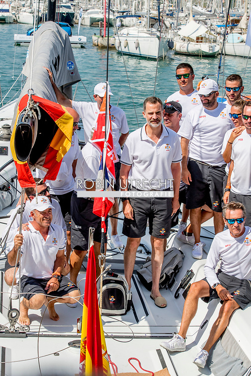 31-7-2017 PALMA DE MALLORCA - Spain's King Felipe VI and crew members of Aifos ship as they compete in the 36th King's Sailing Cup in Palma de Mallorca, Mallorca island, Balearic Islands, Spain, 31 July 2017 COPYRIGHT ROBIN UTRECHT <br /> <br /> 31-7-2017 PALMA DE MALLORCA - Spanje's Koning Felipe VI en bemanningsleden van Aifos-schip als ze zeilen  in de 36e Koning Zeilbeker in Palma de Mallorca, Mallorca eiland, Balearen, Spanje, 31 juli 2017 COPYRIGHT ROBIN UTRECHT