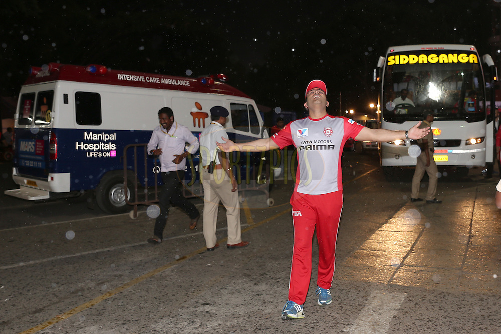 Kings XI Punjab mentor Virender Sehwag enjoys the rain as he arrives  the stadium during match 50 of the Vivo IPL ( Indian Premier League ) 2016 between the Royal Challengers Bangalore and the Kings XI Punjab held at The M. Chinnaswamy Stadium in Bangalore, India,  on the 18th May 2016<br /> <br /> Photo by Faheem Hussain / IPL/ SPORTZPICS