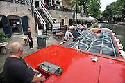 Nederland, Utrecht, 21-8-2012In de Utrechtse oude gracht varen de Bierboot, die de horeca bevoorraad, en de Ecoboot, die afval ophaalt.Foto: Flip Franssen/Hollandse Hoogte