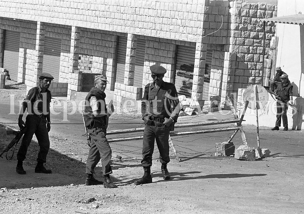 Pte Pat Doherty from Castlefin, Donegal on a checkpoint with Lebanese Soldiers Bir as Sanasil, Lebanon, 15/06/1978 (Part of the Independent Newspapers Ireland/NLI Collection).