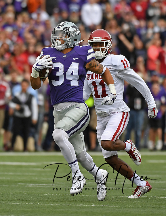 MANHATTAN, KS - OCTOBER 21:  Running back Alex Barnes #34 of the Kansas State Wildcats rushes 75-yards for a touchdown past defensive back Parnell Motley #11 of the Oklahoma Sooners during the first half on October 21, 2017 at Bill Snyder Family Stadium in Manhattan, Kansas.  (Photo by Peter G. Aiken/Getty Images) *** Local Caption *** Alex Barnes;Parnell Motley