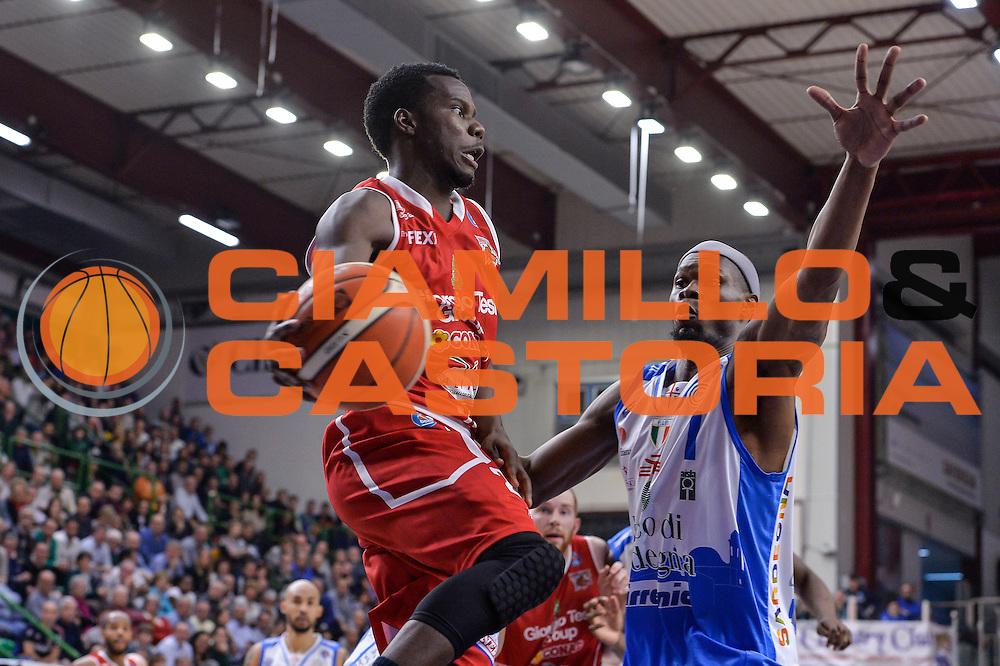 DESCRIZIONE : Sassari LegaBasket Serie A 2015-2016 Dinamo Banco di Sardegna Sassari - Giorgio Tesi Group Pistoia<br /> GIOCATORE : Ronald Moore<br /> CATEGORIA : Passaggio Penetrazione<br /> SQUADRA : Giorgio Tesi Group Pistoia<br /> EVENTO : LegaBasket Serie A 2015-2016<br /> GARA : Dinamo Banco di Sardegna Sassari - Giorgio Tesi Group Pistoia<br /> DATA : 27/12/2015<br /> SPORT : Pallacanestro<br /> AUTORE : Agenzia Ciamillo-Castoria/L.Canu