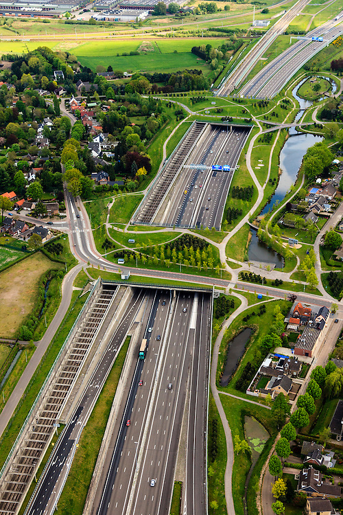 Nederland, Noord-Brabant, Breda, 09-05-2013; infrabundel, combinatie van autosnelweg A16 gebundeld met de spoorlijn van de HSL (re). Stadsduct Valbos in de voorgrond, gezien naar Stadsduct Overbos.<br /> De bundel loopt in tunnelbakken, lokale wegen gaan over deze infrabundel heen, door middel van de zogenaamde stadsducten, gedeeltelijk ingericht als stadspark. <br /> Combination of motorway A16 and the HST railroad, crossed by  local roads by means of *urban ducts*, partly designed as public  parks .<br /> luchtfoto (toeslag op standard tarieven);<br /> aerial photo (additional fee required);<br /> copyright foto/photo Siebe Swart.