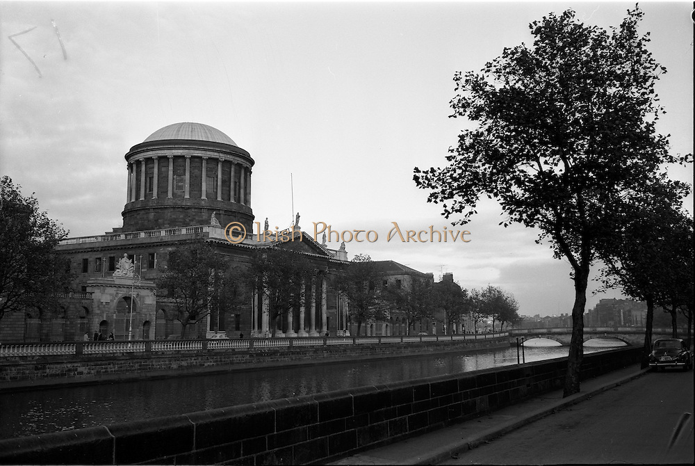 31/10/1961<br /> 10/31/1961<br /> 31 October 1961<br /> View of Four Courts, Inns Quay, Dublin from Merchants Quay.