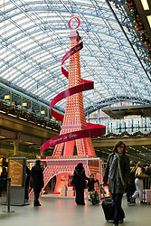 © Licensed to London News Pictures. 16/11/2019. London, UK. Kings Cross St Pancras International rail station's Christmas tree is a collaboration with Lancôme, composed of 1500 of La Vie Est Belle perfume bottles that have been rearranged into a 36-foot replica of Paris's iconic landmark - 'The Eiffel Tower'. Photo credit: Dinendra Haria/LNP