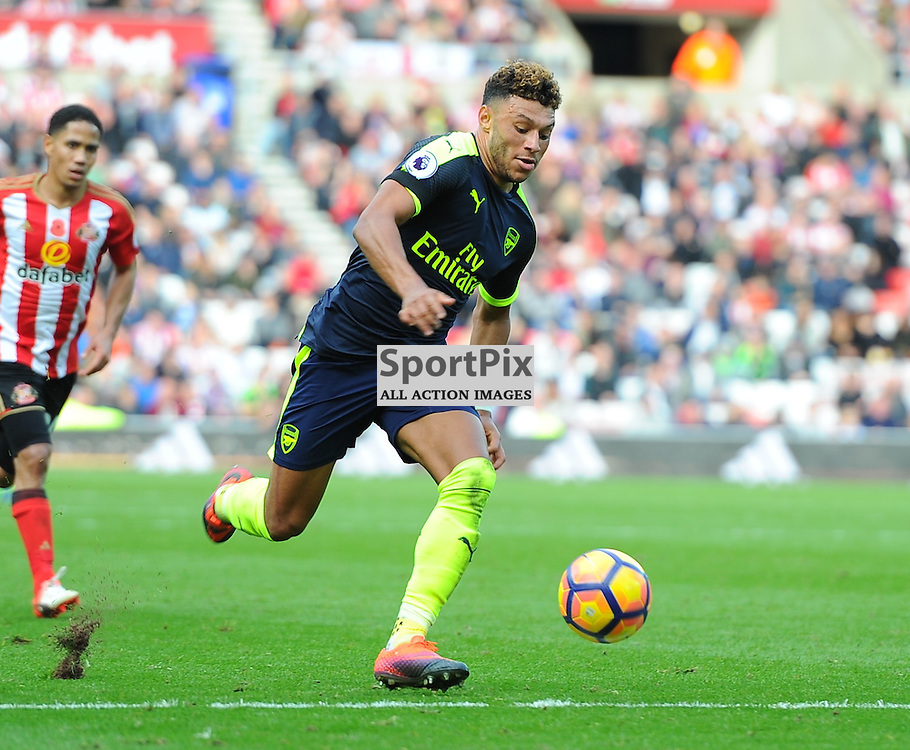Alex Oxlade-Chamberlain of Arsenal brings the ball down the pitch during Sunderland vs Arsenal, Premier League, 29.10.16 (c) Harriet Lander | SportPix.org.uk