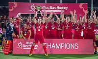 ANTWERPEN - John-John Dohmen (Belgie)  met de cup.   Belgie wint de titel    na de  finale mannen  Belgie-Spanje (5-0)  bij het Europees kampioenschap hockey. Belgie kampioen.  COPYRIGHT KOEN SUYK