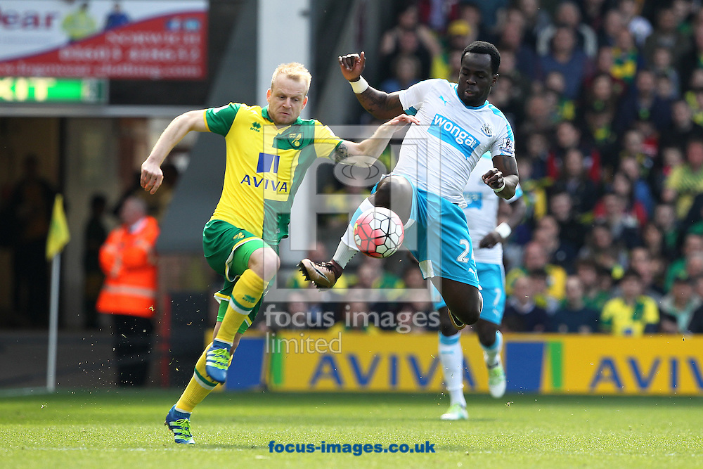 Cheick Tiote of Newcastle United and Steven Naismith of Norwich in action during the Barclays Premier League match at Carrow Road, Norwich<br /> Picture by Paul Chesterton/Focus Images Ltd +44 7904 640267<br /> 02/04/2016