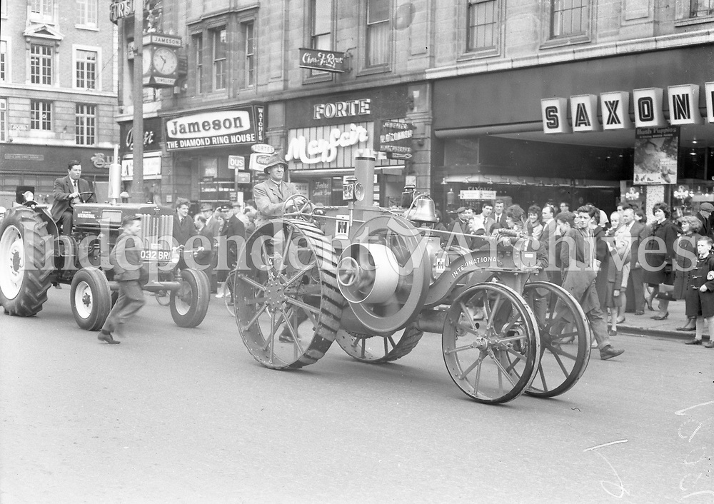 (18984)<br /> Old farm machinery on O'Connell St Dublin. (Part of the Independent Ireland Newspapers/NLI Collection)