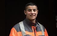 Alexandru, 23, verkauft Hinz&Kunzt vor dem Rewe-Markt in der Dorotheenstraße. Hat das geschafft, wovon viele Hinz&Kunzt- Verkäufer träumen: einen Job auf dem ersten Arbeitsmarkt zu finden.