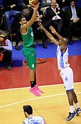 DESCRIZIONE : Milano Coppa Italia Final Eight 2014 SemiFinale Banco di Sardegna Sassari Grissin Bon Reggio Emilia<br /> GIOCATORE : James White<br /> CATEGORIA : three points tiro<br /> SQUADRA : Grissin Bon Reggio Emilia<br /> EVENTO : Beko Coppa Italia Final Eight 2014 <br /> GARA : Banco di Sardegna Sassari Grissin Bon Reggio Emilia<br /> DATA : 08/02/2014 <br /> SPORT : Pallacanestro <br /> AUTORE : Agenzia Ciamillo-Castoria/N.Dalla Mura <br /> GALLERIA : Lega Basket Final Eight Coppa Italia 2014 <br /> FOTONOTIZIA : Milano Coppa Italia Final Eight 2014 Semifinale Banco di Sardegna Sassari Grissin Bon Reggio Emilia