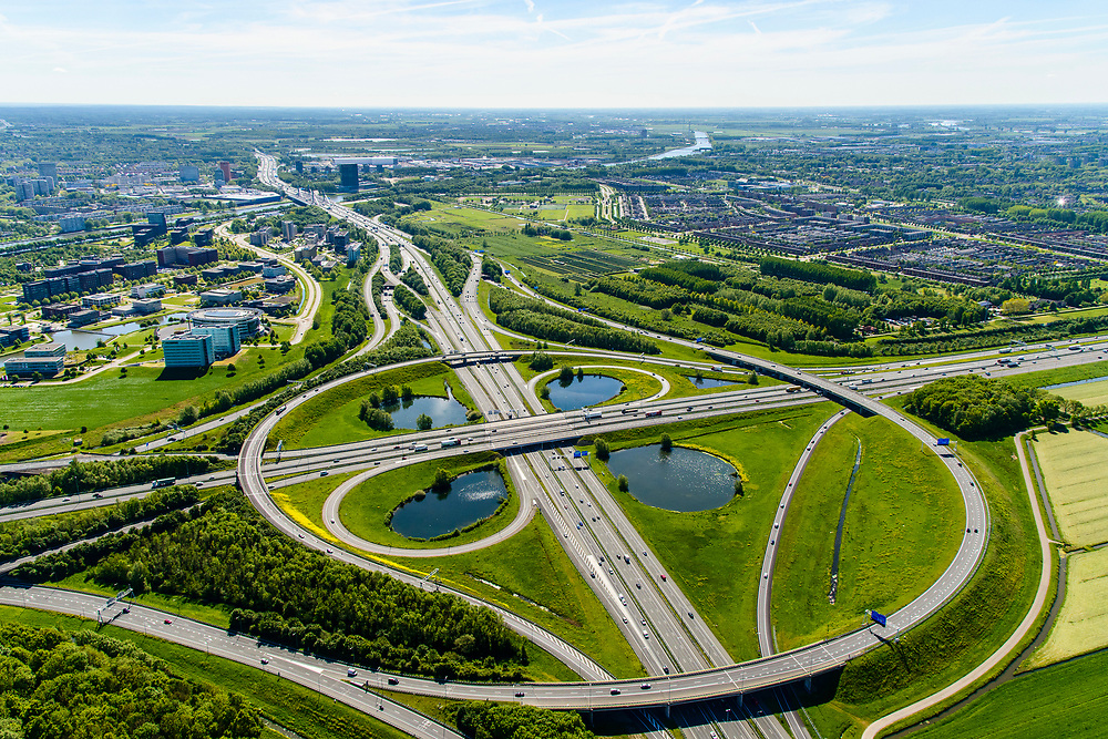 Nederland, Utrecht, Utrecht, 13-05-2019; Knooppunt Oudenrijn, kruising rijkswegen A12 en A2. Klaverblad knooppunt, klaverturbine. Gezien naar het Oosten, Papendorp.<br /> Oudenrijn junction, major intersection, southwest of Utrecht.<br /> <br /> luchtfoto (toeslag op standard tarieven);<br /> aerial photo (additional fee required);<br /> copyright foto/photo Siebe Swart