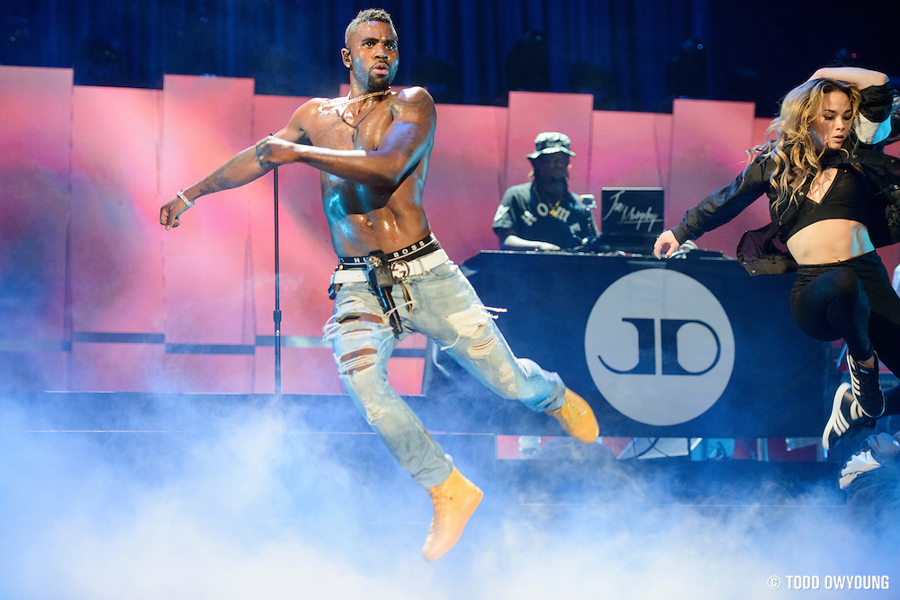 Jason Derulo performing at the iHeartRadio Music Festival in Las Vegas on September 19, 2015.